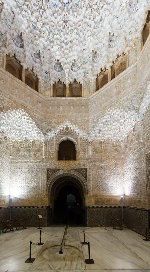 Zaal van de twee Zusters in Alhambra Granada, Spanje stock afbeeldingen