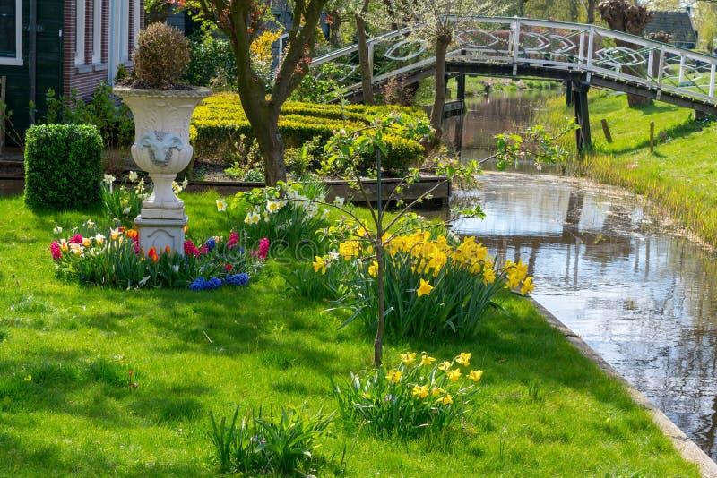 Zaandam, Nederland, 11 April, 2019: Huizen op het Oude-Toevluchtsoord in Zaandam worden gevestigd dat royalty-vrije stock afbeeldingen