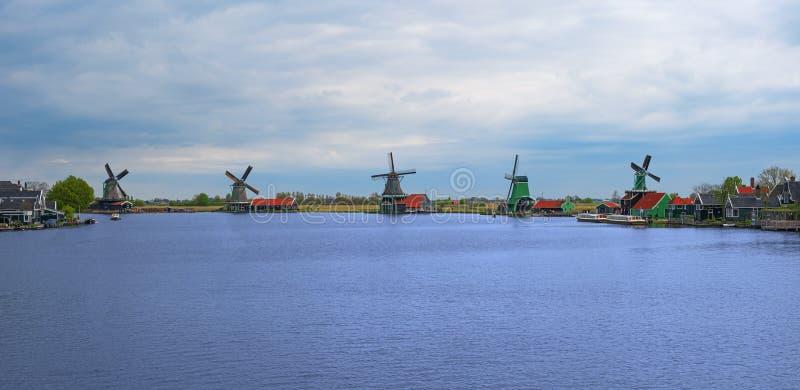 Zaanse Schans,荷兰全景与风车的 免版税库存照片