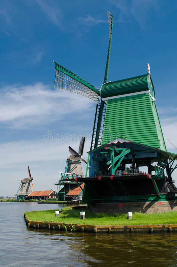 Zaanse-Schans, moinhos de vento holandeses tradicionais fotos de stock