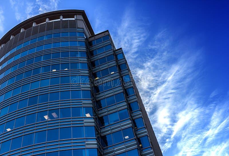 Zaawansowany technicznie highrise budynek zdjęcia royalty free