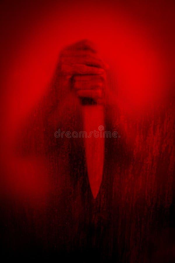 Zabójca za pobrudzonym lub brudnym nadokiennym szkłem zdjęcia stock