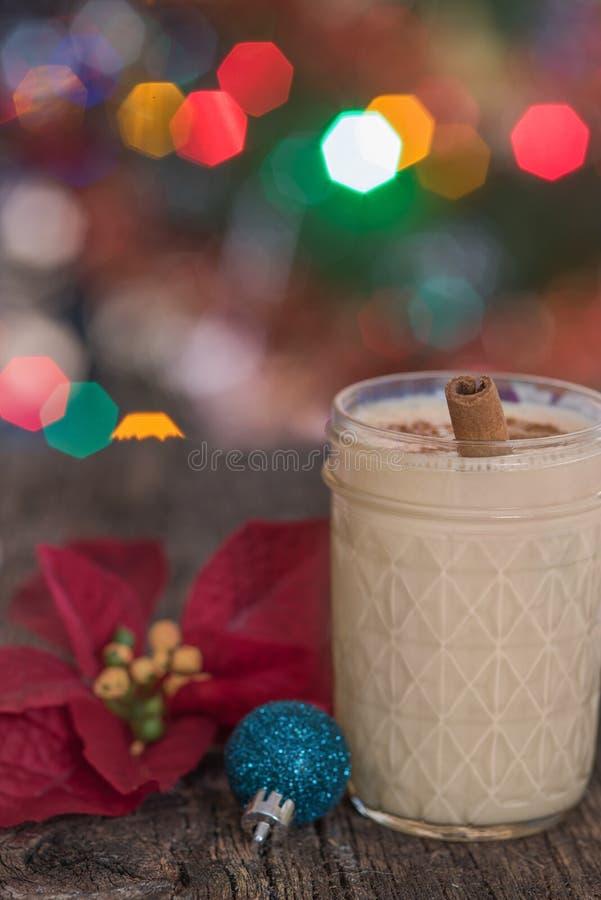 Zabaione nella regolazione di Natale fotografia stock libera da diritti