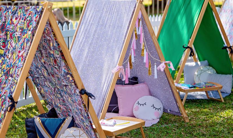Zabawa dzieciaków Teepee namioty Dla dzierżawień Sleepovers I przyjęć zdjęcia stock