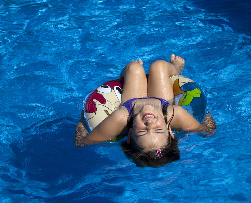Zabawa w basenie obrazy stock
