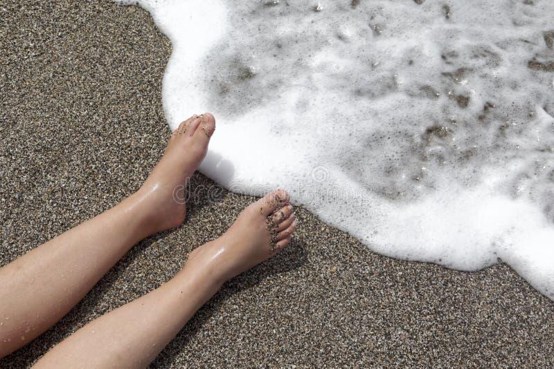 Zabawa w słońcu przy plażą fotografia royalty free
