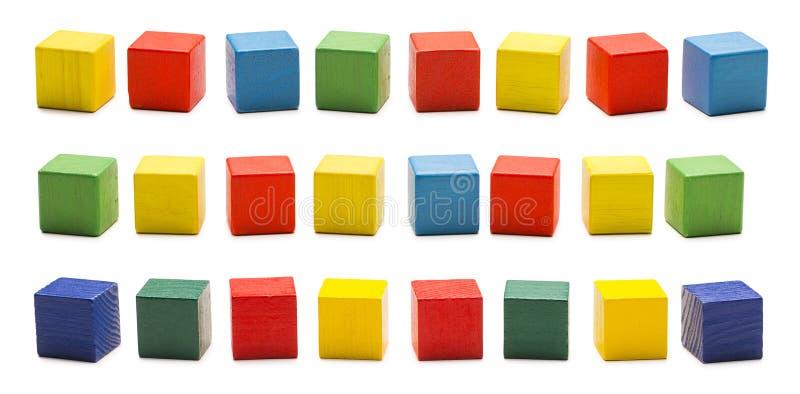 Zabawka bloki, Drewniane sześcian cegły, Barwioni Drewniani Kubiczni pudełka Ustawiający fotografia royalty free