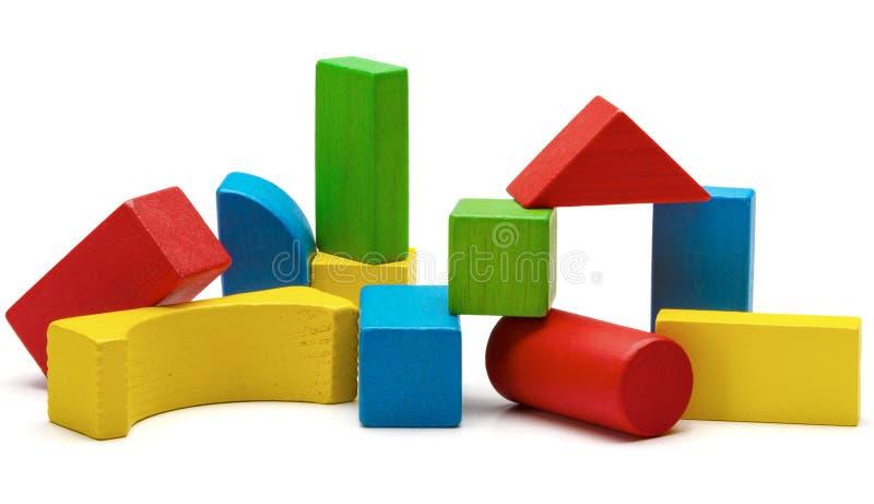 Zabawka blokuje ostrosłup, multicolor drewniana cegły sterta obraz royalty free