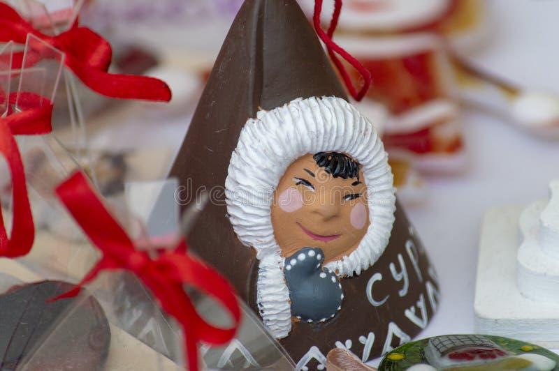 Zabawkarska pamiątka Khanty dziewczyna na miasto dnia świętowaniu, zdjęcie stock