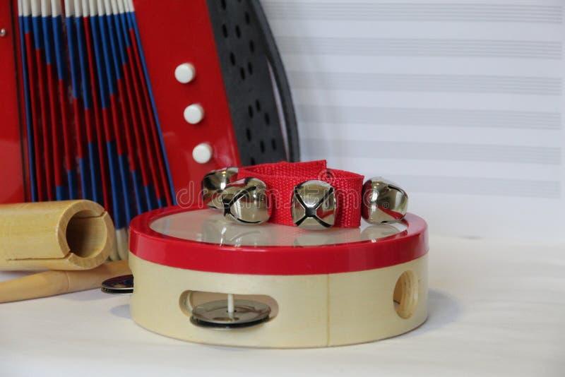 Zabawkarski akordeon i perkusja Ustawiający na Szkotowej muzyki tle zdjęcie royalty free