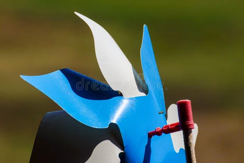 Download Zabawkarski Pinwheel W Wietrznej Pogodzie Obraz Stock - Obraz złożonej z powietrze, millage: 106904089