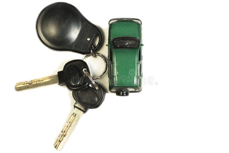 Zabawkarski samochód i samochodów klucze odizolowywamy fotografia stock