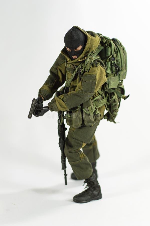 Zabawkarskiej mężczyzna 1/6 żołnierza akci postaci wojska szalkowej miniatury realistyczny biały tło zdjęcie stock