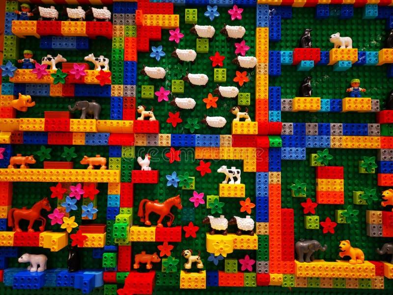 Zabawki Lego dla dzieci - kolorowe małe przedmioty zdjęcie royalty free