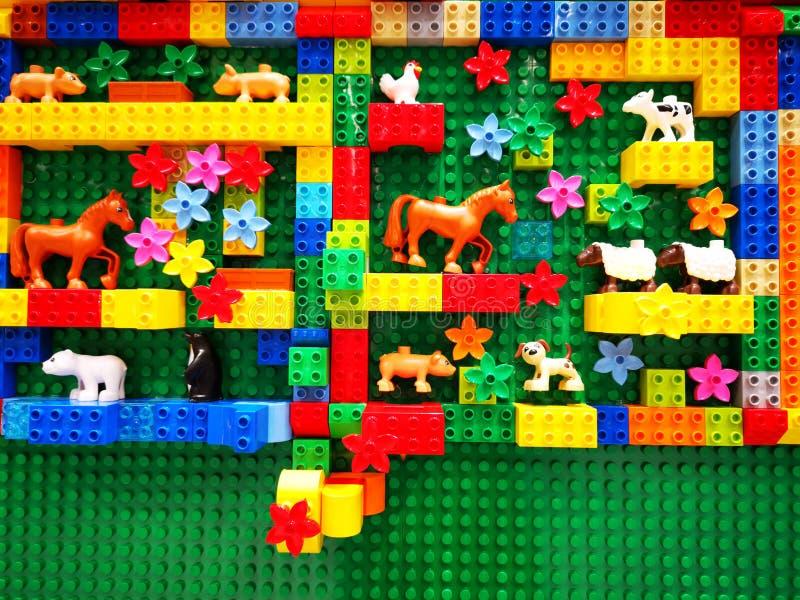 Zabawki Lego dla dzieci - kolorowe małe przedmioty zdjęcia stock