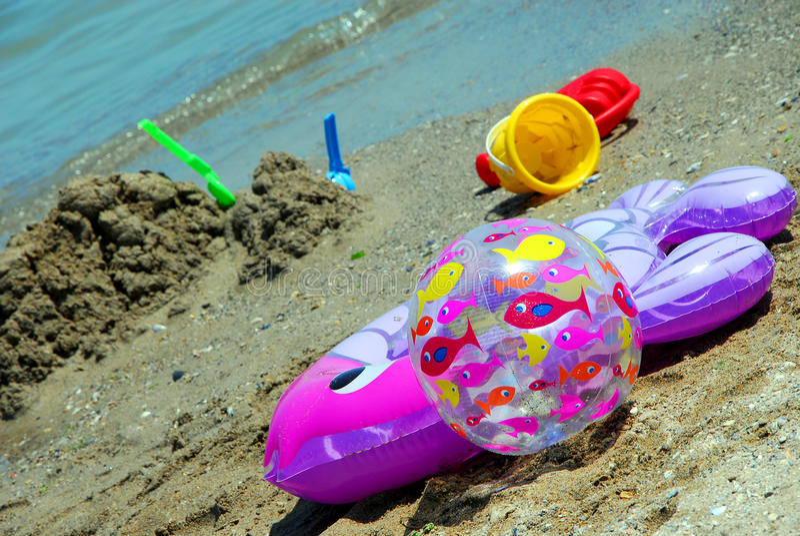 Zabawki na plaży fotografia stock