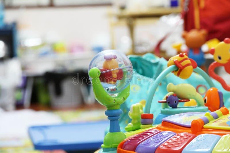 Zabawki w dziecko pokoju dla bawić się obraz stock