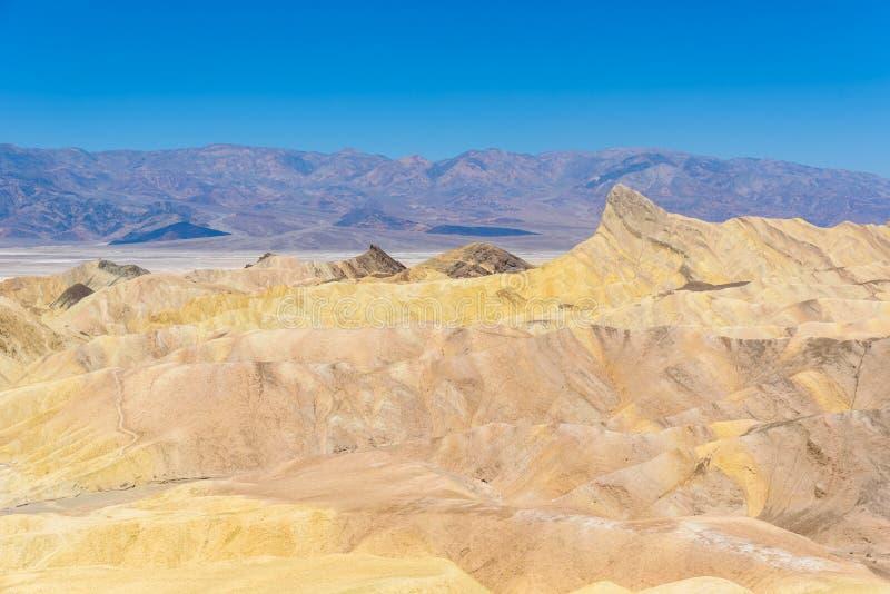 Zabriskie-Punkt - Ansicht zu den bunten Kanten und Sandbildung an Nationalpark Death Valley, Kalifornien, USA stockfotos
