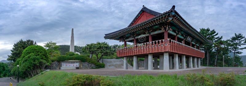 Zabytek Admiral Yi grzech i tradycyjny koreańczyk projektujemy pawilon przy Okpo wielkim vitory commemoative parkiem zdjęcia royalty free