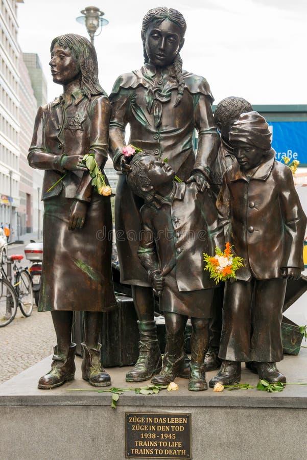 Zabytek deportujący Żydowscy dzieci między, Friedrichstrasse stacja, Berlin 1938, 1945 «pociągami śmierć «- «Trenuje życie - « obrazy royalty free