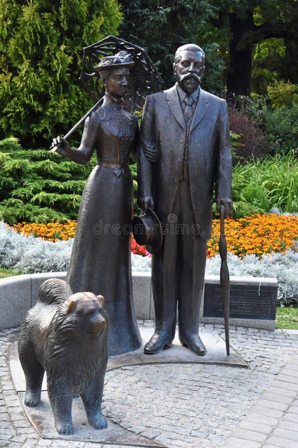 Zabytek George i Cecile Armitstead z chow chow psem obraz royalty free