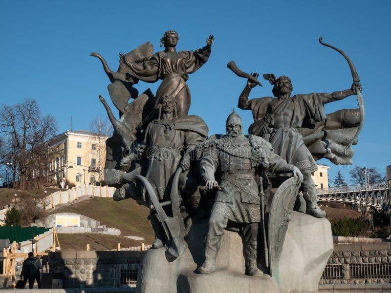 Zabytek Kijowski miasto lec w gruzach - trzy braci Kyi, Shchek, Khoryv i siostra, Lybid przy niezależność kwadrata majdanem Nezal zdjęcie royalty free