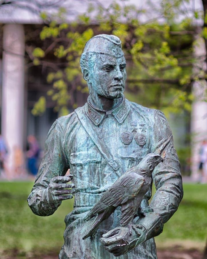 Zabytek niewiadomy żołnierz rzeźba po drugie wojna ścianę świat zdjęcia stock