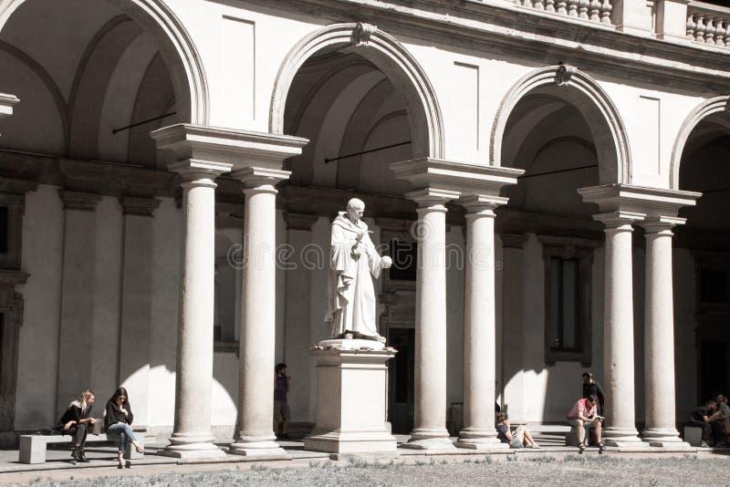 Zabytek Włoska matematyczka Bonaventura Francesco Cavalieri Statua, sculpted Giovanni Antonio Labus Główny podwórze zdjęcia stock
