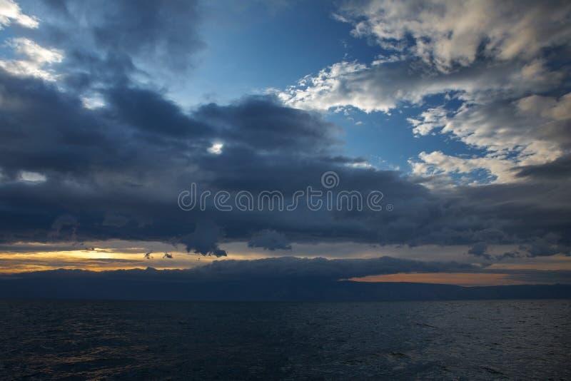 zachód słońca nad morza czarnego thunderclouds fotografia royalty free