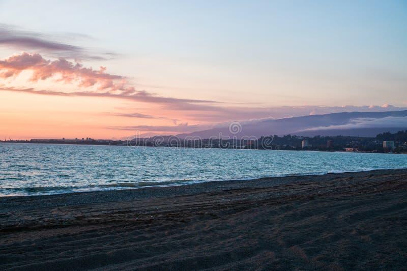 zachód słońca nad morza czarnego Widok Sukhum Abkhazia Gruzja fotografia stock