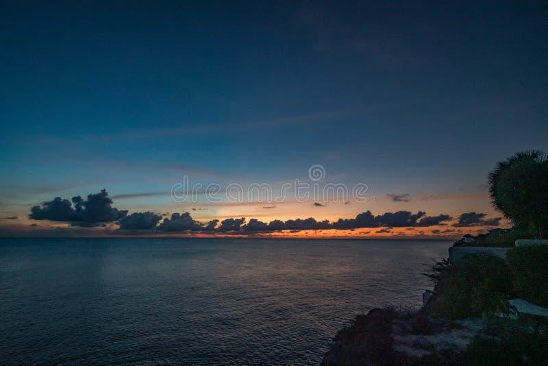Zachód słońca do morza zdjęcie royalty free