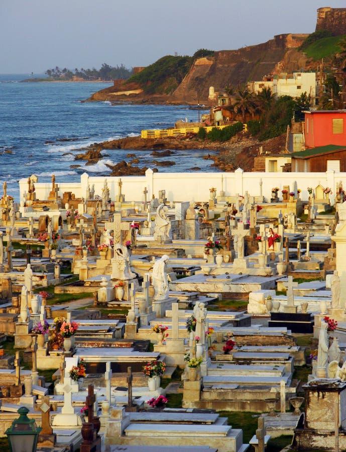 zachód słońca na cmentarz obrazy stock