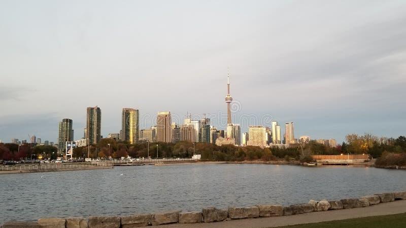 Zachód słońca na wieży CN i Toronto Skyline zdjęcie royalty free