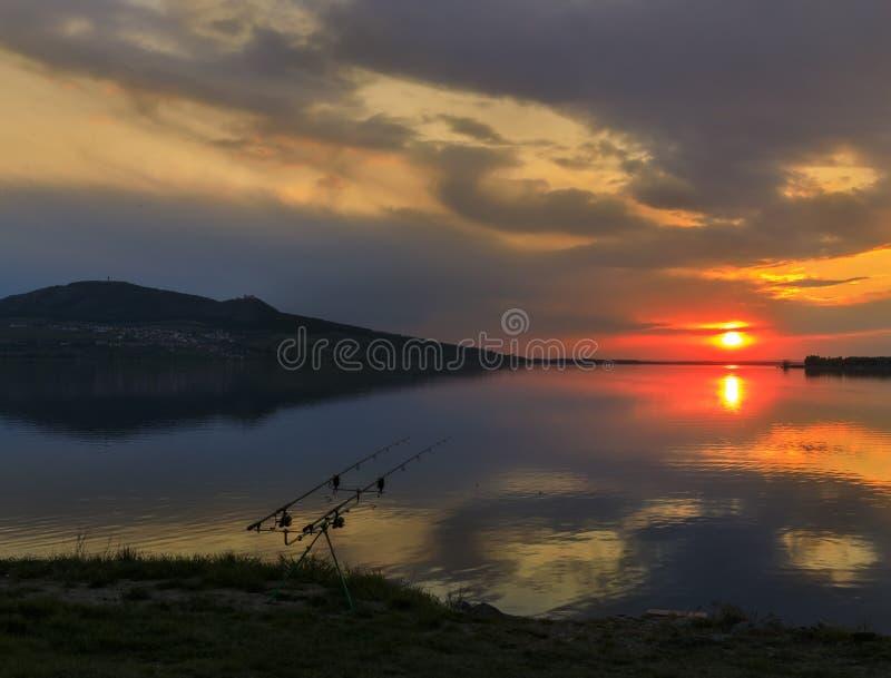 Zachód słońca nad jeziorem Nove Mlyny w regionie Palava, Morawy Południowe, Czechy zdjęcie stock