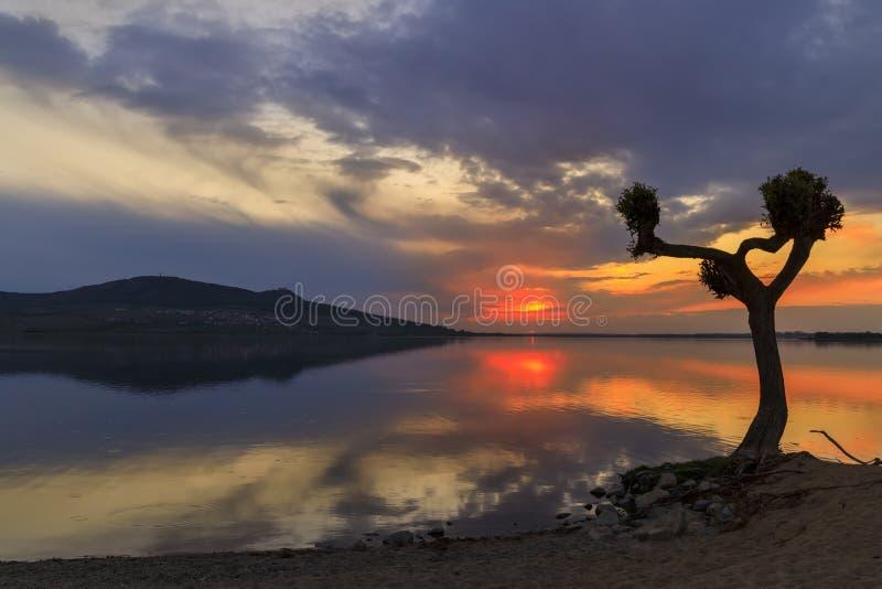 Zachód słońca nad jeziorem Nove Mlyny w regionie Palava, Morawy Południowe, Czechy obraz stock