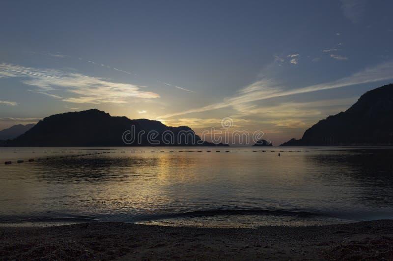 zachód słońca nad morza czarnego zdjęcia stock