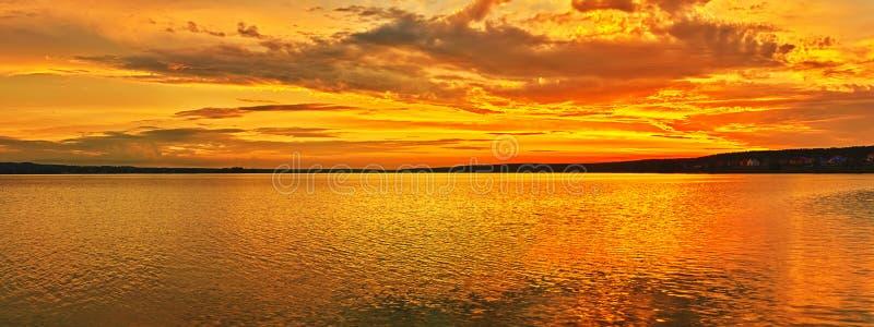 zachód słońca nad morza czarnego panorama fotografia stock