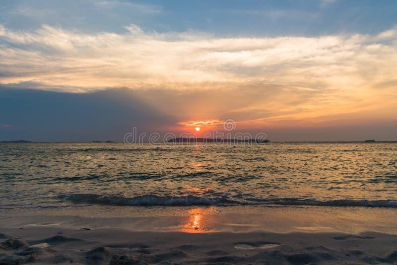 zachód słońca nad morza czarnego Pattaya, Tajlandia zdjęcia stock