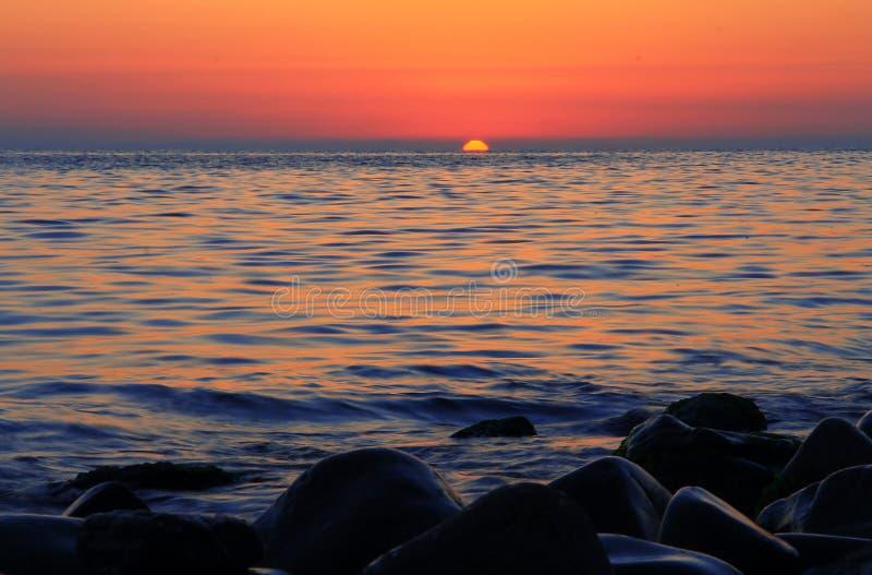 zachód słońca nad morza czarnego równo Czarny denny nadmorski obrazy stock