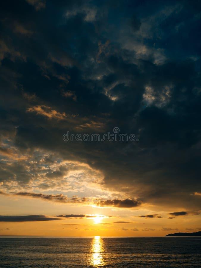 zachód słońca nad morza czarnego Zmierzch nad Adriatyckim morzem Słońce siedzieć zdjęcia stock