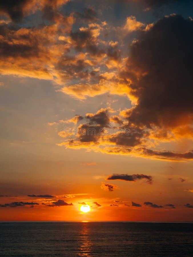 zachód słońca nad morza czarnego Zmierzch nad Adriatyckim morzem Słońce siedzieć obrazy stock