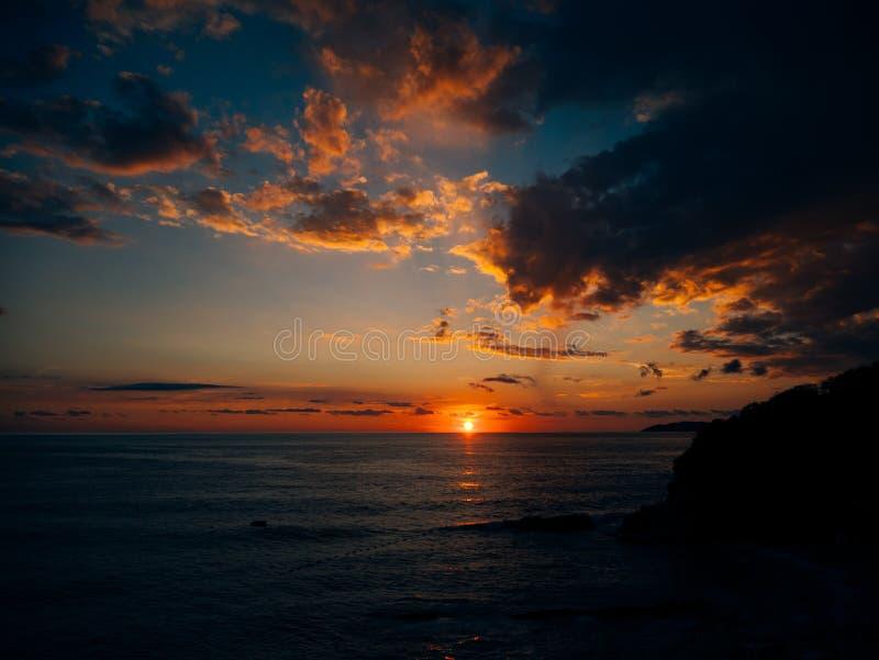 zachód słońca nad morza czarnego Zmierzch nad Adriatyckim morzem Słońce siedzieć fotografia royalty free