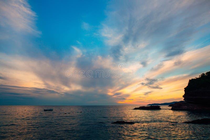 zachód słońca nad morza czarnego Zmierzch nad Adriatyckim morzem Słońce siedzieć obraz royalty free