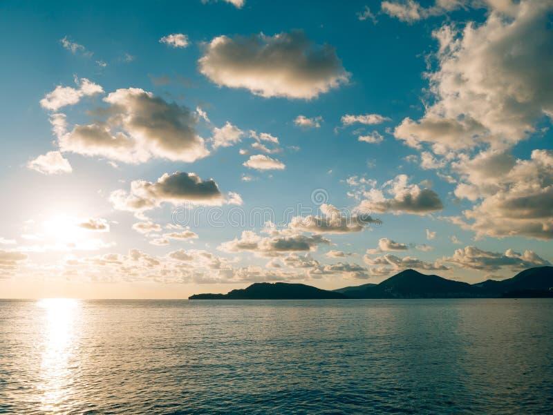 zachód słońca nad morza czarnego Zmierzch nad Adriatyckim morzem Słońce siedzieć zdjęcia royalty free