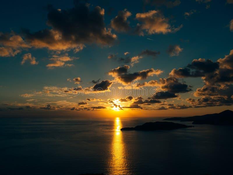 zachód słońca nad morza czarnego Zmierzch nad Adriatyckim morzem Słońce siedzieć fotografia stock
