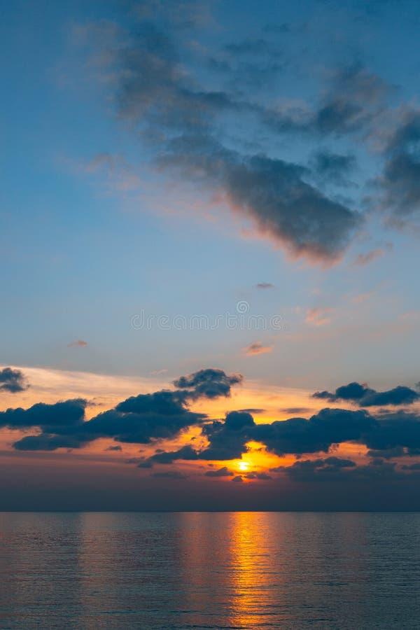 zachód słońca nad morza czarnego Zmierzch nad Adriatyckim morzem Słońce siedzieć obraz stock