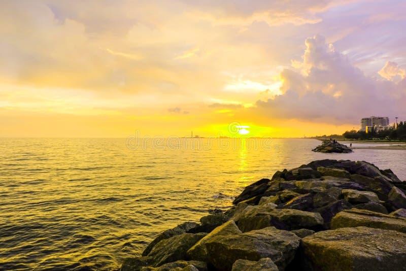 zachód słońca nad morze obraz royalty free