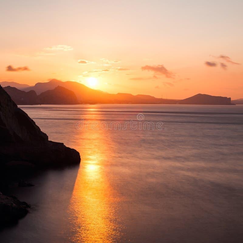 zachód słońca nad morze zdjęcia stock