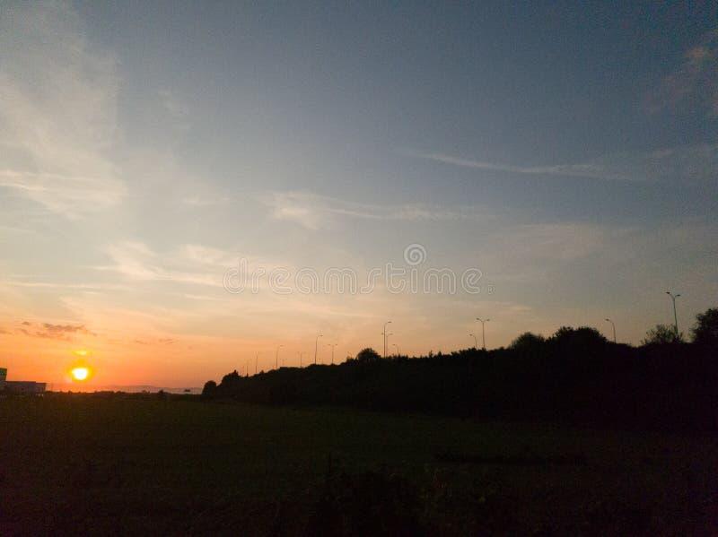Zachód słońca nad niebem obraz stock