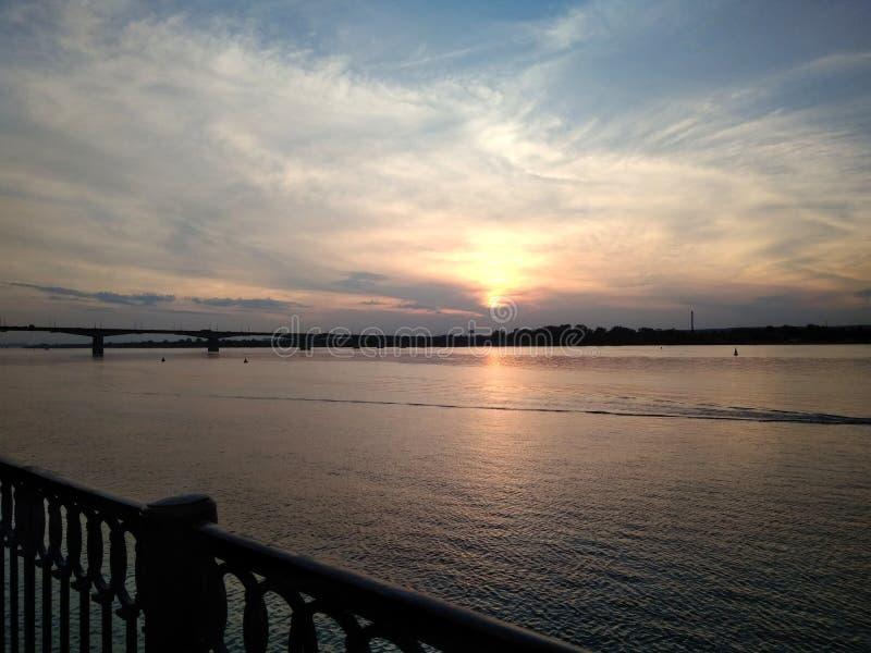 zachód słońca nad rzeką zdjęcia royalty free
